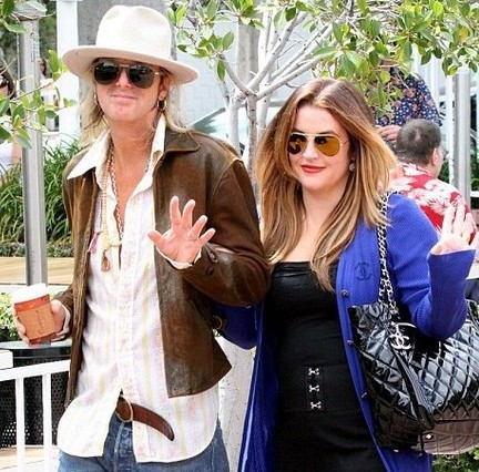 is lisa marie presley really opposing eliza presleys